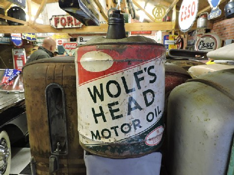 Wolfs head motor oil can