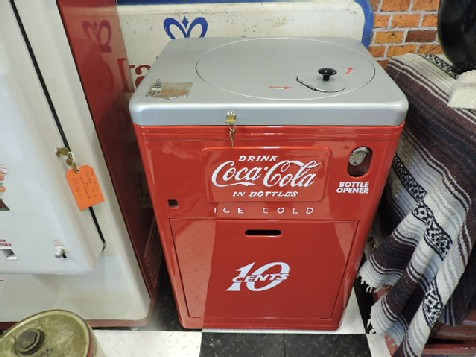 Restored Coca Cola Vendo 23 machine
