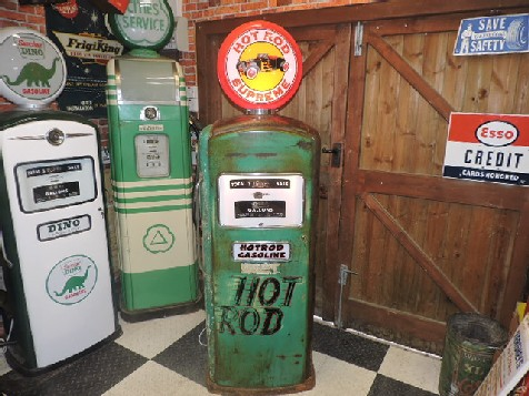 Bennett 900 series Hot rod themed gas-petrol pump
