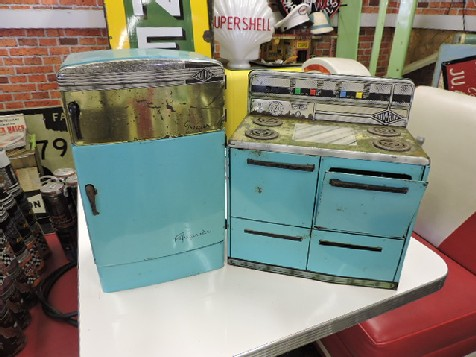 1950-60s store refrigerator and stove counter display