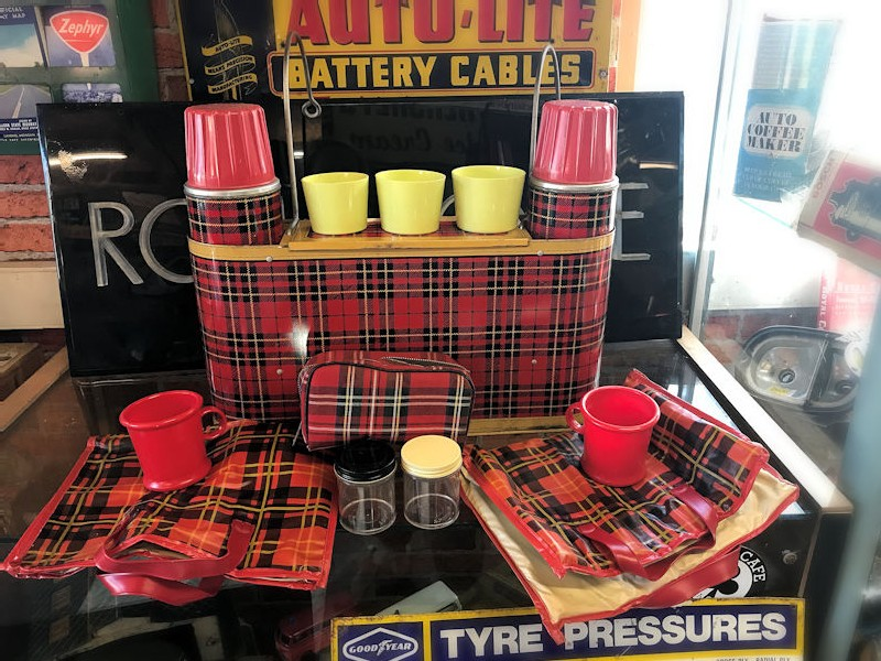 Vintage Car Snac picnic set
