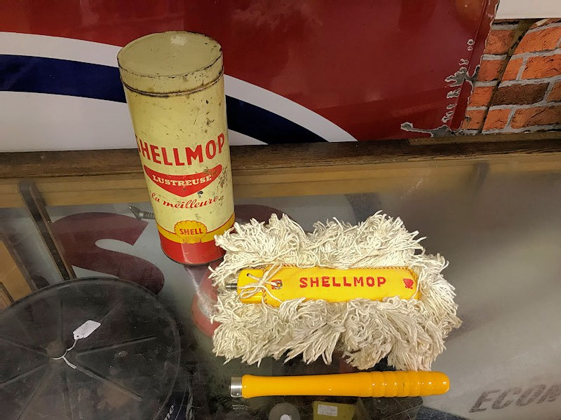 Vintage Shell mop tin complete with original mop